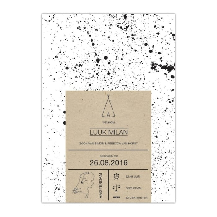 Geboortekaartje Hipster Spetters: Witte achtergrond met zwarte spetters en kraft-vlak met naam en geboortedatum en details - landkaart geboortekaartje