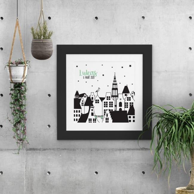 Het stadsgezicht met Nederlandse grachtenpanden wordt compleet gemaakt met de Martinitoren, die al 500 jaar de skyline van Groningen versiert.