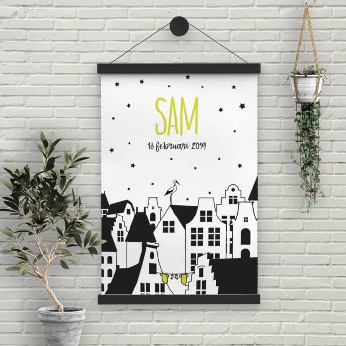 De leuke Nederlandse herenhuisjes van geboortekaartje Kleine Nederlanderzijn hier uitgewerkt tot poster. Het ontwerp is bedoeld als een ode aan Nederland.