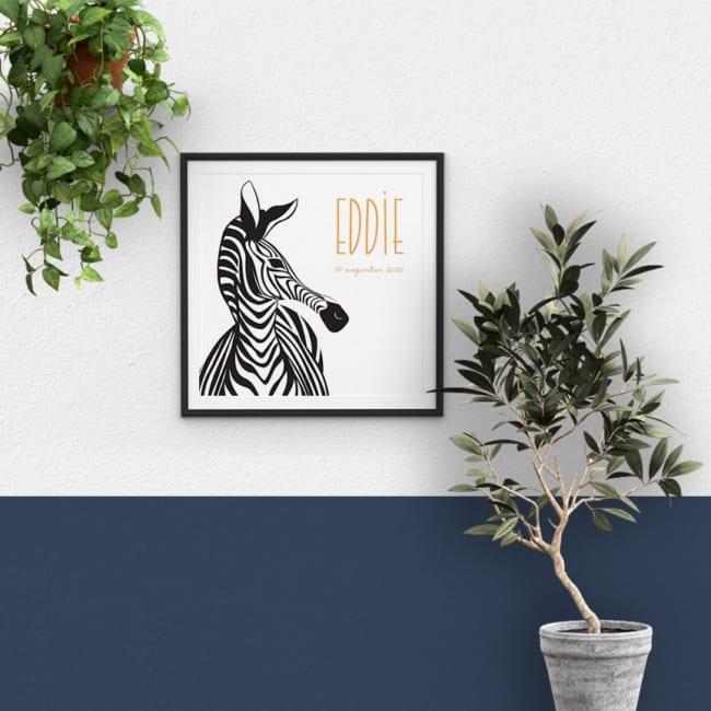 Het ontwerp van geboortekaartje Zebra Parade kan gemakkelijk omgezet worden naar een prachtige poster. Eén van de zebra's is tot groot formaat opgeblazen.