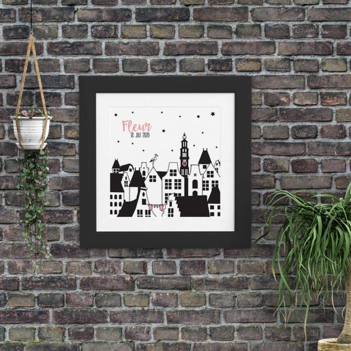 De Westertoren staat trots op deze poster, die past bij geboortekaartje Kleine Amsterdammer. Het is een poster ontwerp en is in feite een ode aan Amsterdam.