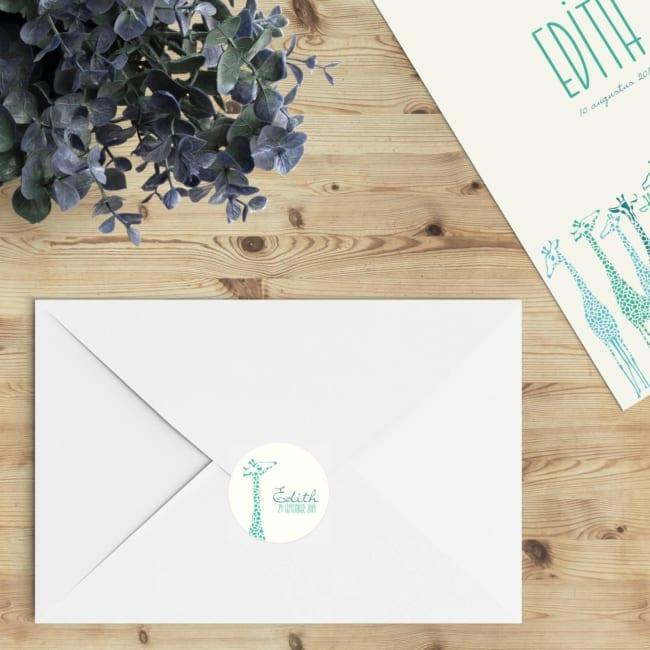 De perfecte manier om de envelop een extra touch te geven; verstuur geboortekaartje Giraffe Parade in combinatie met deze ronde sluitzegels.