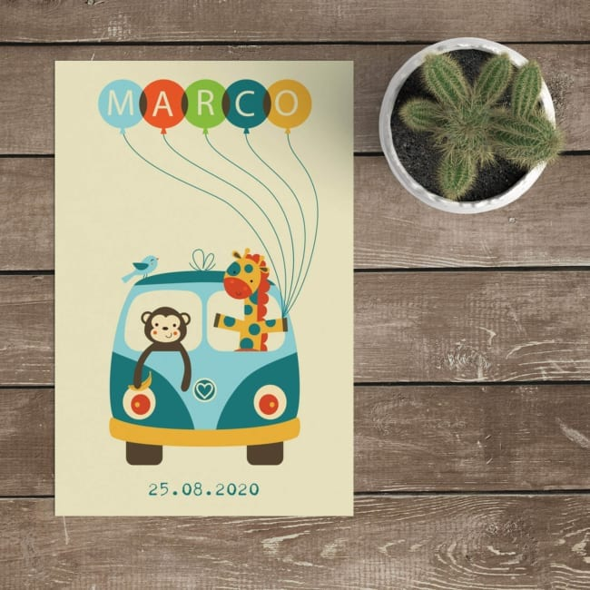 Geboortekaartje Vrolijk Busje is een enkel kaartje met leuke ballonletters voor de naam van het kindje. Leuke, vrolijke kleuren en illustraties.