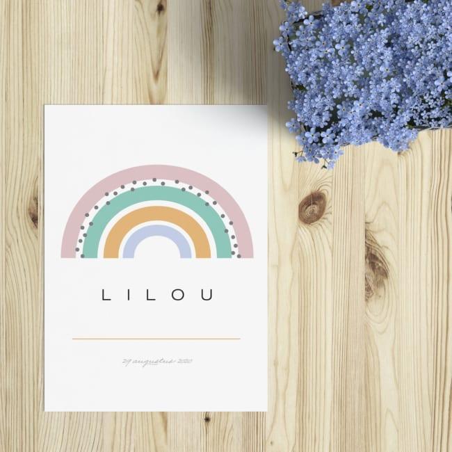 Geboortekaartje Regenboog is een leuk en eenvoudig ontwerp in frisse pastelkleuren. Moderne, strakke vormgeving van voorkant van de geboortekaart.