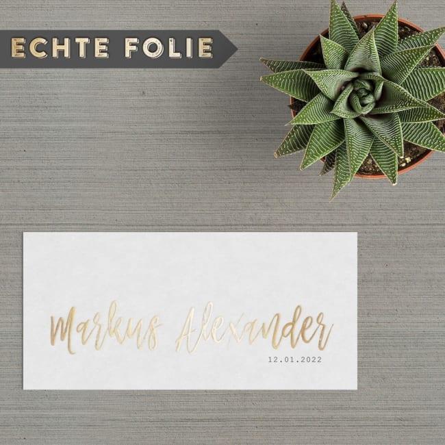 Bij geboortekaartje Goudfolie Naam wordt naam uitgevoerd met 3D goudfolie, een prachtig en luxe effect. Je voelt de gouden letters op het papier.