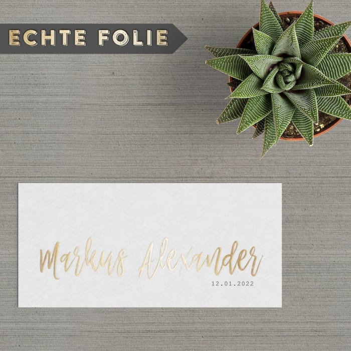 Bij geboortekaartje Goudfolie Naam wordt de naam uitgevoerd met 3D goudfolie, een prachtig en luxe effect. Je voelt de gouden letters op het papier.