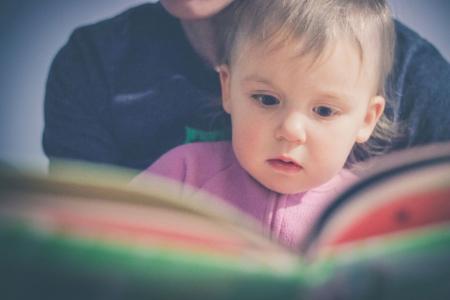Waarom voorlezen zo belangrijk is, is een belangrijke vraag. De leesvaardigheid en het leesplezier van Nederlandse kinderen is aan het afnemen.