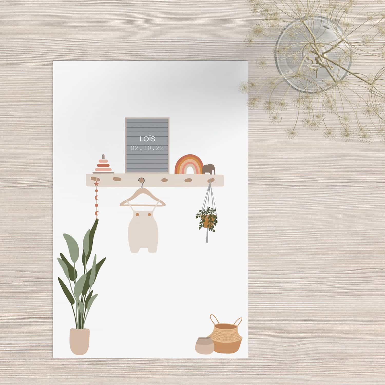 Geboortekaartje Babykamer laat een gezellig tafereel zien zoals je dat op een babykamer zou zien, met een wandplank en een naam presentatie.