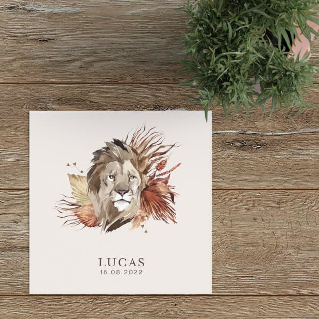 Geboortekaartje Leeuw is een prachtig geïllustreerd ontwerp. De leeuw is met Aquarel geschilderd en matcht perfect met de bloemen en planten.