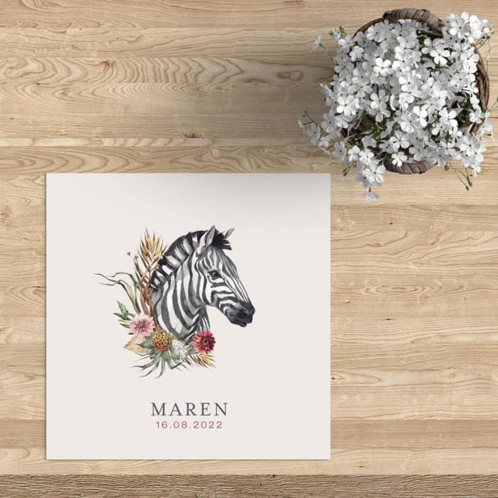 Geboortekaartje Zebra met Bloemen is een origineel en heel opvallend ontwerp. De zebra is omringd door prachtige bloemen.
